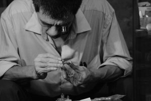 Das Uhrmacherhandwerkt ist Präzisionsarbeit