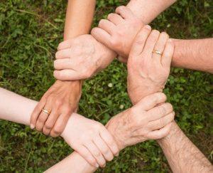 Jemand anderem etwas Gutes tun, hat auch positive Effekte auf die eigene Psyche